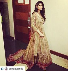 Thank you Sunday ☺️#Repost @sundaytimes with @repostapp. ・・・ The lovely #AnamGohar sporting a regal #ErumKhan outfit ✨ #Formals #StyleSpotting #Weddings #Pakistan @erumkhancouture