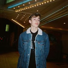 Image may contain: one or more people, people standing, night and indoor Orlando Film, Johnny Orlando Instagram, Canadian Boys, Girls Life, Celebs, Celebrities, Hot Boys, Music Lovers, Celebrity Crush
