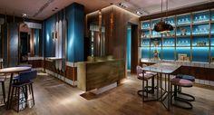 Είδα μια παρουσίαση του προσφάτως ανακαινισμένου Baiser bar πριν από λίγες ημέρες σε ένα έγκυρο Αυστραλιανό site που η θεματολογία του αφορά ότι νέο και ενδιαφέρον συμβαίνει αυτή τη στιγμή στο χώρο της Διακόσμησης και της Αρχιτεκτονικής ανά τον κόσμο. Conference Room, Table, Blog, Design, Furniture, Home Decor, Merengue, Decoration Home, Meeting Rooms