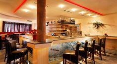 Hotel Auwirt Bar - Das Ende eines ereignisreichen Urlaubstages läuten Sie am besten bei einem Drink in unserer stilvollen Hotelbar ein. Hier können Sie in aller Ruhe runterkommen und die vergangenen Stunden noch einmal Revue passieren lassen. Bar, Modern, Table, Furniture, Home Decor, Trendy Tree, Tables, Home Furnishings, Home Interior Design