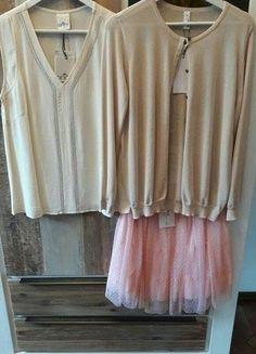 Kaufe meinen Artikel bei #Kleiderkreisel http://www.kleiderkreisel.de/damenmode/knielange-rocke/147658361-super-paket-preis-tullrock-cardigan-kurzarmbluse