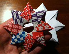 Designed by Maria Sinayskaya Folded by Jo Nakashima For all the Origami maniacs who like modular stars, here we have this beautiful desi...