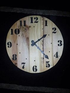 repurposed-pallet-clock