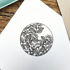 40 Easy Things to Draw for Your Bullet JournalFlower Circle Bullet Journal Doodle drawing doodle Things to Ways to Draw Simple Ways to Draw Flowers // flowers drawing // Flower drawing, floral drawing Doodle Drawings, Easy Drawings, Doodle Art, Tattoo Drawings, Doodle Sketch, Tattoo Art, Circle Drawing, Circle Art, Circle Painting