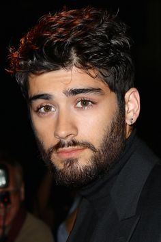 Zayn Malik // sweet Lord, I can't breathe. Zayn Malik Style, Zayn Malik Pics, Zayn Mailk, Ford 2016, Zayn Malik Hairstyle, Zayn One Direction, Cute Boy Photo, Celebrity Haircuts, Beard Tattoo