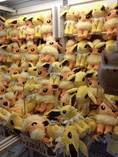 Pokemon Photos from Tokyo - Jolteon Flareon big plush dolls claw machine