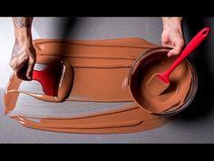 Aprenda tudo o que você precisa para manusear corretamente e fazer receitas perfeitas com chocolate. O especialista Diego Lozano te ensinará a fazer incríveis b