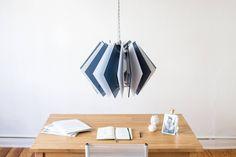 Die L16 Lampen Serie ist eine dekorative und handgefertigte Acrylglas Designer Lampe, in moderner Optik, für eine stimmungsvolle Beleuchtung in deinem Zuhause. Zimmer Hängelampe, Tisch Lampe, Acryl Lampenschirm, Wohnzimmer Lampe, Esstisch Beleuchtung, Laser cut Beleuchtung, Lasercut Kronleuchter von UnikatUndKleinserie auf Etsy