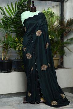 Beautiful Dress Designs, Beautiful Saree, Beautiful Dresses, Gota Patti Saree, Bandhani Dress, Hand Work Blouse Design, Simple Sarees, Tussar Silk Saree, Stylish Sarees
