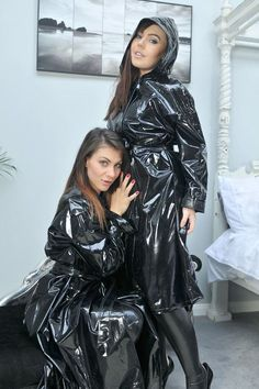 Not just one beauty in a PVC raincoat. Vinyl Raincoat, Pvc Raincoat, Hooded Raincoat, Girls Raincoat, Black Raincoat, Imper Pvc, Black Mac, Style, Interiors