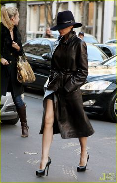 Victoria Beckham wearing the HELL out of this hat!