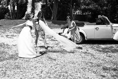 laugh at the little accidents during the wedding day.  wedding photographer in italy www.studiopensiero.it