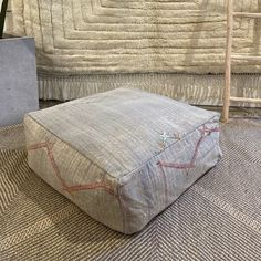 Light gray coffee table pouf and ottoman Modern Bohemian, Bohemian Decor, Coffee Table Pouf, Boho Trends, Bohemian Interior Design, Moroccan Decor, Beautiful Textures, Floor Cushions, Dog Bed