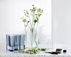 "Aalto Vasen. Links in der neuen Farbe ""Rain"". Foto: iittala"