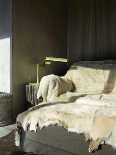 A Wabi-Sabi Ski Chalet in Aspen, Colorado - Remodelista Minimalist House Design, Minimalist Architecture, Minimalist Home, Architecture Design, Chalet Design, Condo Design, Interior Design, Design Bedroom, Interior Decorating