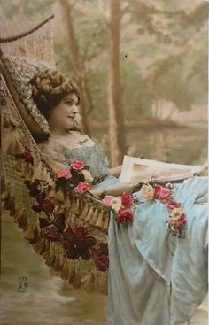 From The Victorian Trading Company: Summer Serenity Girl in Hammock Print. Features a lovely Victorian lady lounging in a hammock. Surrounded by beautiful roses. Vintage Abbildungen, Images Vintage, Vintage Ephemera, Vintage Girls, Vintage Pictures, Vintage Beauty, Vintage Postcards, Vintage Prints, Vintage Woman