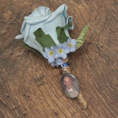 Remember a loved one on your special day with our photo memory charms. Our charms work as great bridal bouquet charms, and are easily attachable with ribbon. Buttonhole Flowers, Groom Buttonholes, Photo Bouquet, Double Photo, Bouquet Charms, Photo Memories, Rose Gold Plates, Heart Charm, Bronze