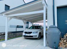 Drewniana, klasyczna wiata samochodowa Carport Designs, Garage, Patio, Outdoor Decor, Kitchen, House, Ideas, Home Decor, Carport Garage
