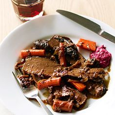 Red Wine and Onion-Braised Passover Brisket by Sunset Magazine. This popular Red Wine and Onion-Braised Passover Brisket recipe is slow-braised in the oven with plenty of onions, which get nice and soft and sweet. Passover Brisket Recipe, Passover Recipes, Jewish Recipes, Passover Food, Wine Recipes, Cooking Recipes, Beef Recipes, Cooking Tips, Braised Brisket