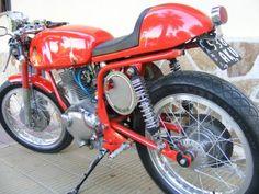 vendo moto gilera 150 ss cafe racer. la moto es italiana y está