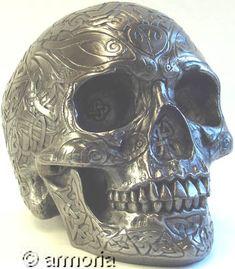 Crâne aux entrelacs celtes, aspect acier
