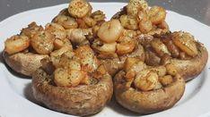 La receta de hoy es una delicia, champiñones rellenos de gambas. Una receta de lo mas sencilla y os quedarán muy jugosos. El sabor del champiñón con las gambas es un puro placer para el paladar. Os recomiendo mucho esta receta de champiñones rellenos de gambas. Mushroom Dish, Mushroom Recipes, Guisado, Vegan Recipes, Cooking Recipes, Fake Food, Le Chef, Recipe For 4, Food Humor