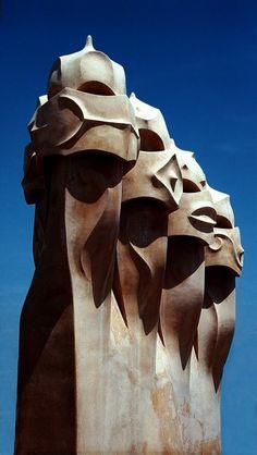 Casa Mila - La Pedrera - in Barcelona Monumental Architecture, Amazing Architecture, Art And Architecture, Barcelona City, Barcelona Travel, La Pedrera, Spain Images, Antoni Gaudi, Beautiful Buildings