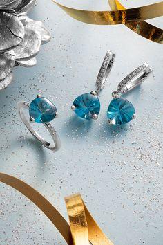 """#Set #StillLife #Handmade #NaturalGemstones #BlueTopaz #Diamonds #WhiteGold #ColorfulCollection. Ak v týchto dňoch hľadáte príjemne farebný a dizajnovo výnimočný vianočný darček pre svoju ženu, práve ste ho našli. Nekonečná obloha s 50 odtieňmi modrej sa zhmotnila v našom jedinečnom sete Still life, kde prírodné topásy žiaria v unikátnej farbe zvanej """"sky blue"""". Modrá upokojuje a v našich ručne robených šperkoch znásobuje krásu, ktorú bezpodmienečne milujete na svojej vyvolenej! Magic Sets, Blue Topaz Diamond, Still Life, Blues, Gemstone Rings, Gemstones, Jewelry, Jewlery, Gems"""