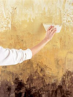 Tutorial ~Paint a Faux Venetian Plaster Finish -could make an interesting art piece. Faux Walls, Textured Walls, Gold Walls, Home Goods Decor, Diy Home Decor, Wall Design, House Design, Wand Putz, Paint Effects