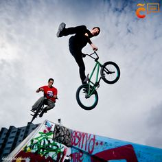 Si lo tuyo es la aventura, te ofremos un resumen de las diferentes actividades que ofrece la ciudad. #visitacoruña #ACoruña #Coruña Bicycle, Summary, Adventure, Cities, Activities, Bike, Bicycle Kick, Bicycles