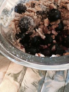 HCG Blueberry Crisp! Mush 1/2 a cup of blueberries with stevia to taste and a dash of cinnamon. Crush two sticks of grissini and mix with cinnamon and sugar. Put crisp mix on top of blueberries. Bake in oven at 350 for 25 minutes. Enjoy your sweet treat.! #HCG #HCGfood #food #phase2 #healthy