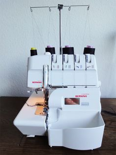 Guide til overlocker Sewing Hacks, Sewing Crafts, Sewing Projects, Sewing Tips, Brother 1034d, So Creative, Sewing Techniques, Needle And Thread, Diy Clothes