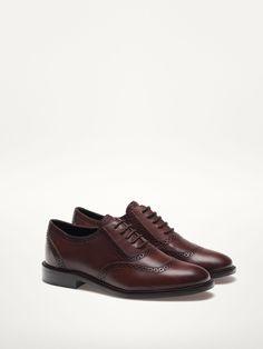 Оксфорды Massimo Dutti http://www.massimodutti.com/ru/ru/женская-одежда/обувь/туфли-оксфорды-коричневые-с-перфорацией-c1299521p7072070.html?colorId=707&categoryNav=1299521