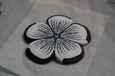 Création: Tuto almost Large flower Polymer Clay Canes, Polymer Clay Flowers, Polymer Clay Creations, Polymer Clay Jewelry, Stone Crafts, Clay Crafts, Diy And Crafts, Clay Tutorials, Metal Clay