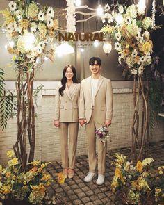Wedding Set Up, Wedding Groom, Wedding Suits, Wedding Dresses, Wedding Hijab Styles, Studio Photography Poses, Korean Wedding Photography, Pre Wedding Photoshoot, Weeding