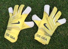 We love this cool shot of Spanish stopper David De Gea's gloves, taken at @manutd's Aon Training Complex.