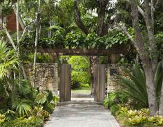 entrance gate with arbor - Banyan Ridge