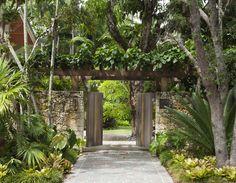 entrance gate with arbor - Banyan Ridge