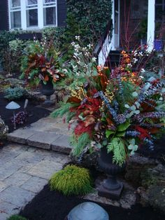 Pretty pots...can't wait to make them this year.  Will look really great with the winter bench!