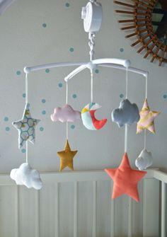 """Mobile musical bébé - Nuages et étoiles motifs GraphiK coloris """"Néo roses : Jeux, peluches, doudous par shanouk"""