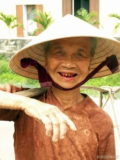 you can tell this lady has been chewing betel nuts for years because of her red teeth. Vietnam, Top 10 Destinations, C Ops, American Pride, Linkin Park, Southeast Asia, Trip Advisor, Beautiful People, Country