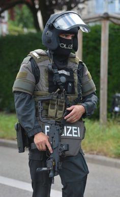 Airsoft hub is a social network that connects people with a passion for airsoft. Talk about the latest airsoft guns, tactical gear or simply share with others on this network Airsoft Sniper, Airsoft Helmet, Military Suit, Military Police, Clothes For Big Men, German Police, Military Special Forces, Tac Gear, Military Pictures