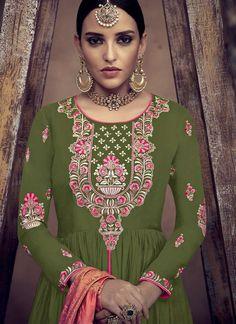 Indian Embroidery Designs, Kurti Embroidery Design, Embroidery Suits, Free Machine Embroidery Designs, Embroidery Fashion, Applique Designs, Fancy Kurti, Textile Pattern Design, Neckline Designs