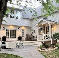 Farmhouse Exterior Design Ideas - The farmhouse exterior design absolutely shows the whole style of your home and also the household practice also. The modern farmhouse style is not just for. Future House, Design Exterior, Patio Design, Exterior Colors, Exterior Paint, Door Design, Modern Farmhouse Exterior, White Farmhouse, Farmhouse Decor