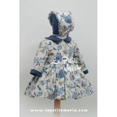 Vestido de Vuelo de manga francesa, estampado floral en azul y con lazo rojo en la espalda. Colección Otoño Invierno 2014/2015 de Marita Rial.