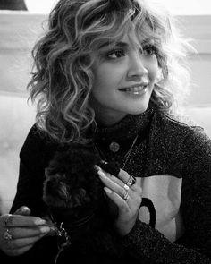 Rita Ora - Cabelo cacheado com franja pode ou não pode, gente? | Curly Bangs