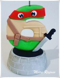 Vela Tartaruga Ninja Fondant Flower Cake, Fondant Bow, Fondant Cakes, Fondant Numbers, Fondant Letters, Chocolate Fondant, Modeling Chocolate, Baby Cake Design, Fondant Figures Tutorial