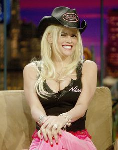 Anna Nicole Smith rocking Von Dutch with Pride in the early Anna Nicole Smith, Ghetto Fabulous, Celebs, Celebrities, Dress For You, Casual Dresses For Women, Instagram Fashion, Beachwear, Winter Fashion