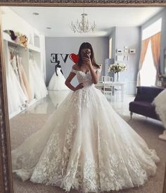 Off-the-shoulder Ivory Lace Dresses for Wedding 2020 vestido de novia Kleid, Reken Maar Reken MaarReken MaarA-Linie/Princess-Linie V-Ausschnitt Kapelle-schleppe Chiffon Brautkleid mit Spitze Perlenstickerei . Wedding Dresses Photos, Princess Wedding Dresses, Dream Wedding Dresses, Bridal Dresses, Princess Bridal, Queen Wedding Dress, Ball Gown Wedding Dresses, Disney Inspired Wedding Dresses, Princess Ball Gowns