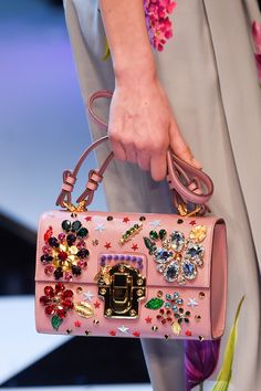 3 accessories trends for Fall Winter 2016 2017 from MFW (The Blonde Salad) - Georgiana Livadaru - Frauen Taschen The Blonde Salad, Sac Dolce Gabbana, Dolce And Gabbana Handbags, Hermes Handbags, Purses And Handbags, Cute Bags, Luxury Bags, Beautiful Bags, My Bags
